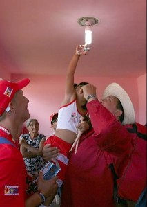Cambio de bombillo en Venezuela