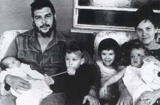 El Che con Aleida e hijos en La Habana