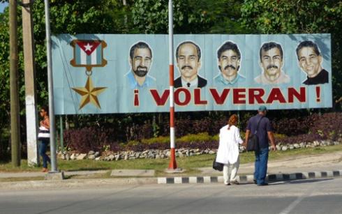 Cartel por los Cinco (Foto: Paco Azanza Telletxiki)