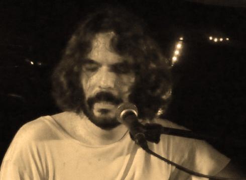 Santiago Feliú cantando en la Ciudad de Holguín (Fotos: Paco Azanza Telletxiki)