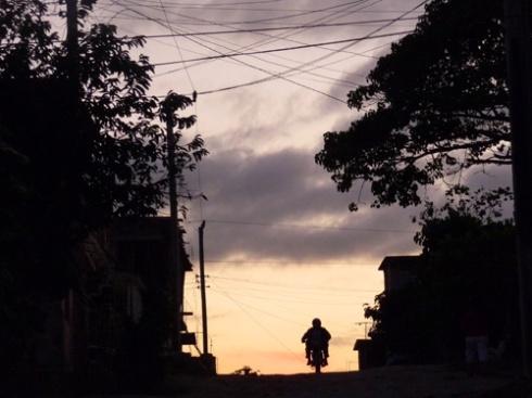 01 / Atardeciendo en Holguín (Fotos: Paco Azanza Telletxiki)