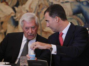 Mario Vargas Llosa con el nuevo rey y Jefe del Estado español