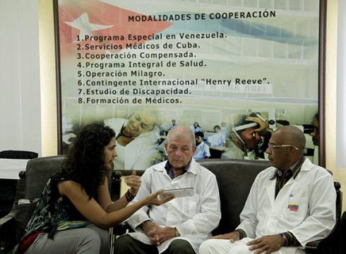 Los médicos cubanos momentos antes de partir a Liberia. Foto: Ismael Francisco / Cubadebate
