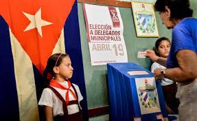 Ejerciendo el voto en las elecciones parciales, Cuba