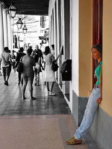 Calle José Martí, Ciudad de Holguín, Cuba, 2015 (Foto: Paco Azanza Telletxiki)