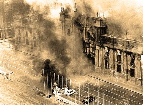 El Palacio de La Moneda bombardeado, 11 de septiembre de 1973