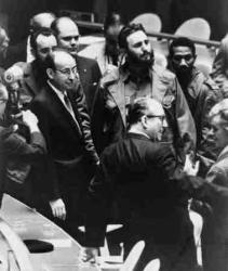 Fidel en la ONU, entre Raúl Roa y Juan Almeida, el 26 de septiembre de 1069
