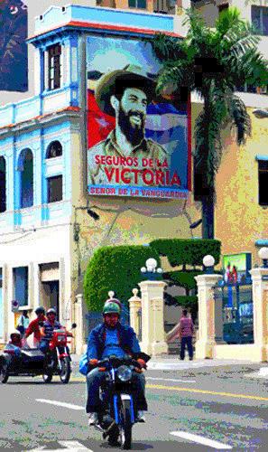 Camilo Cienfuegos en la Avenida Garzón, Santiago de Cuba, 2010 (Foto: Paco Azanza Telletxiki)