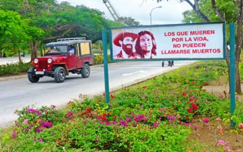 Avenida XX Aniversario, Ciudad de Holguín, Cuba, 2015 (Foto: Paco Azanza Telletxiki)