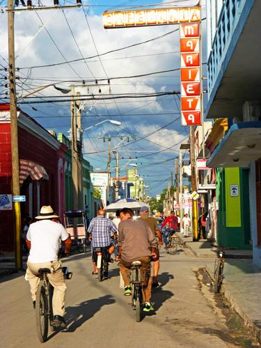 Calle José Martí, Ciudad de Holguín, Cuba (11) (Foto: Paco Azanza Telletxiki)