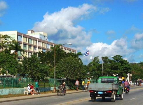 Avenida y Hospital Vladimir Ilich Lenin de la Ciudad de Holguín, Cuba, 2010 (Foto: Paco Azanza Telletxiki)