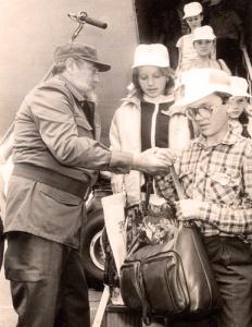 Marzo de 1990, Fidel recibiendo a los primeros niños y niñas de Chernobil