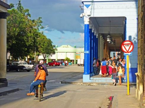 Calle Martí, Ciudad de Holguín, Cuba, 2015 (Foto: Paco Azanza Telletxiki)