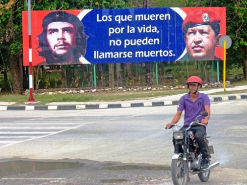 Avenida de los Libertadores, Ciudad de Holguín, Cuba (19) 2015 (Foto: Paco Azanza Telletxiki)