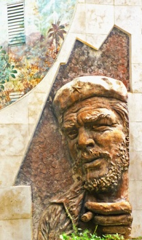 Ernesto Che Guevara, fragmento de un conjunto escultórico de la Ciudad de Holguín, Cuba, 2015 (Foto: Paco Azanza Telletxiki)