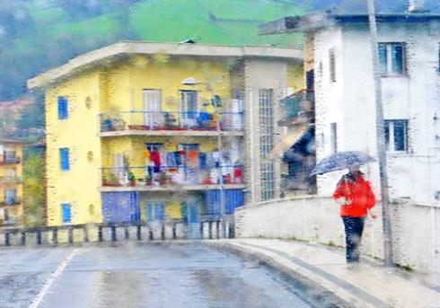 Paseante en día de lluvia, 2013 (Foto: Paco Azanza Telletxiki)