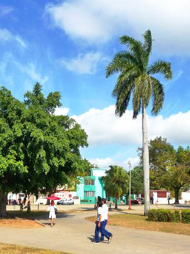 Parque infantil, Ciudad de Holguín, Cuba, 2011 (Foto: Paco Azanza Telletxiki)