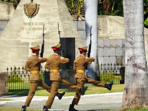 La misma Guardia a su paso por Panteón de los caídos en misiones internacionalistas (Foto: Paco Azanza Telletxiki, 2009)