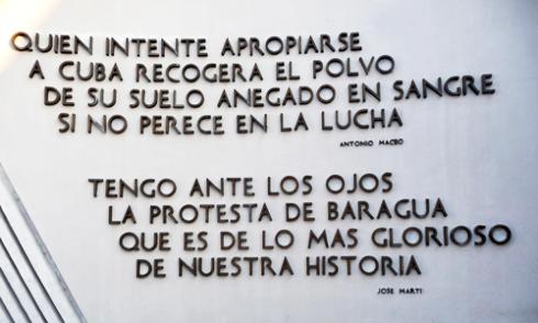 Santiago de Cuba, Plaza de la Revolución Antonio Maceo. Detalle de la anterior inscripción, 2009 (Foto: Paco Azanza Telletxiki)