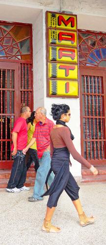 Cine José Martí. Calle Frexes, Ciudad de Holguín, Cuba (35), 2011 (Foto: Paco Azanza Telletxiki)