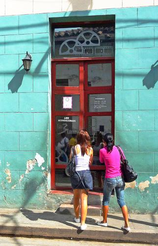 entrada-al-cafe-las-3-lucias-ii-e-2-web